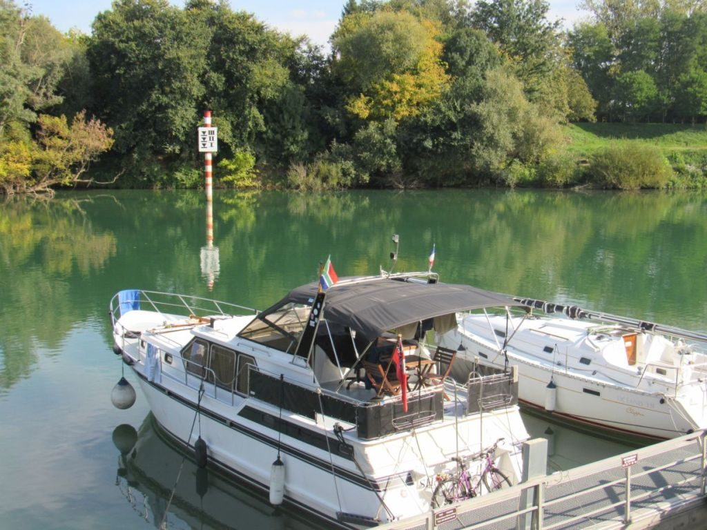 Moored in Verdun sur Doubs