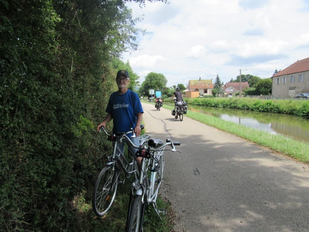 Cycling along the tow path to Santenay