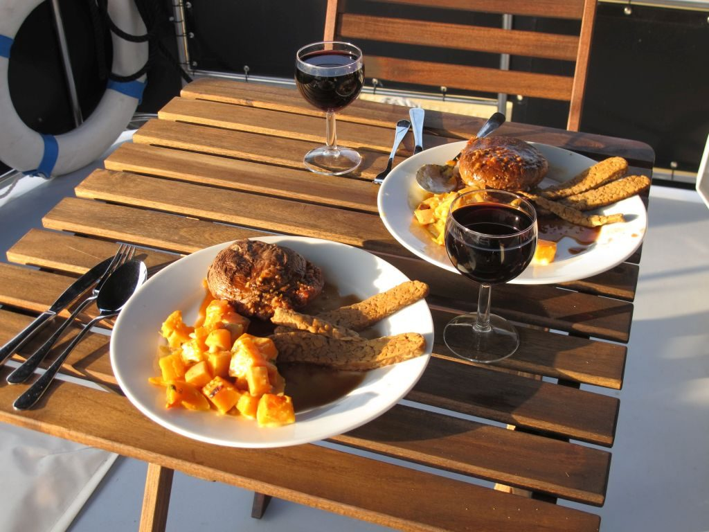 Mushroom steak, pumpkin and savoury tempeh