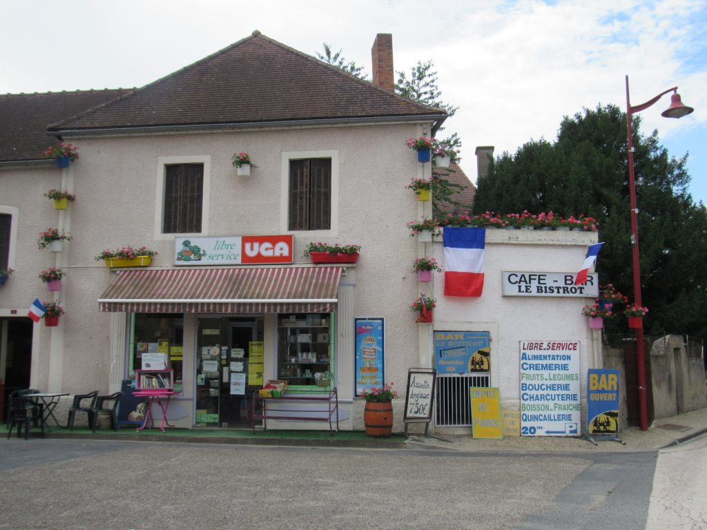 Little shop in Piereefitte-sur-Loire