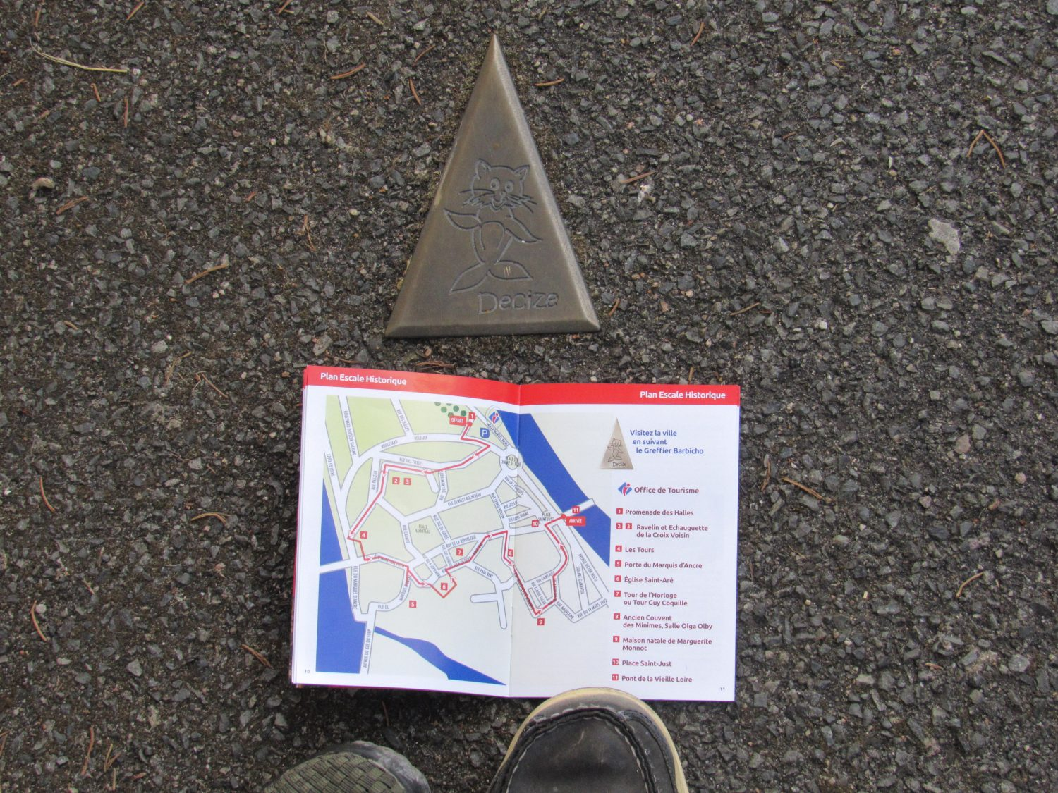 Typical walking tour map with bronze guides