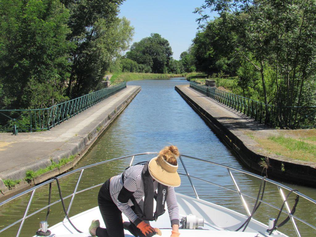 Crossing an aqueduct